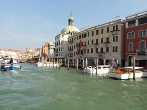 水と共に生きる美しいヴェネツィアの街。しかし最近は国際化の「波」に現れているという。
