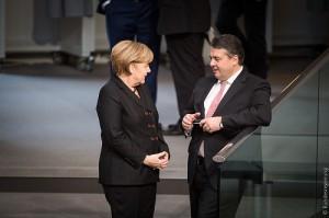 歓談するメルケル首相とガブリエル経済相©ドイツ連邦政府