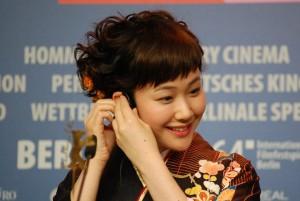 Kuroki Haru vor der Presskonferenz