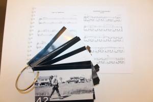 監督から送られてきた白黒のストーリーボードとウルリケさんが作曲した楽譜